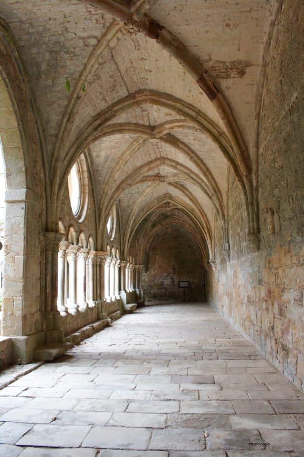 Provenza e Camargue Chiostro dell'Abbazia di Fontfroide