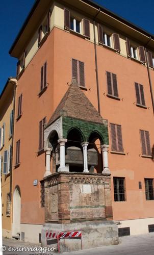 Bologna-tomba-dei-giuristi