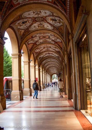 Magie a Bologna portici