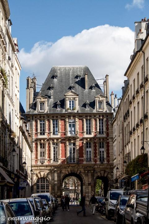 Verso Place des Vosges