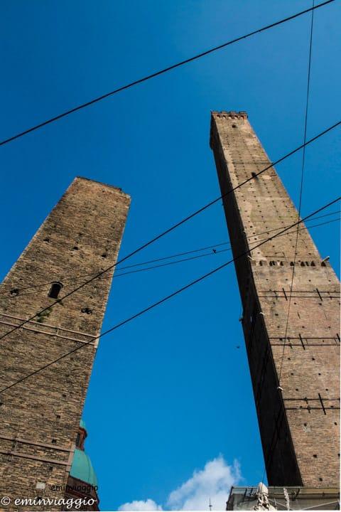 Bologna-torre-Garisenda-e-Asinelli