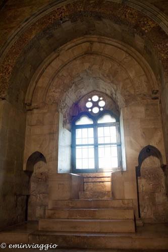 Castel-del-Monte-particolare-bifore