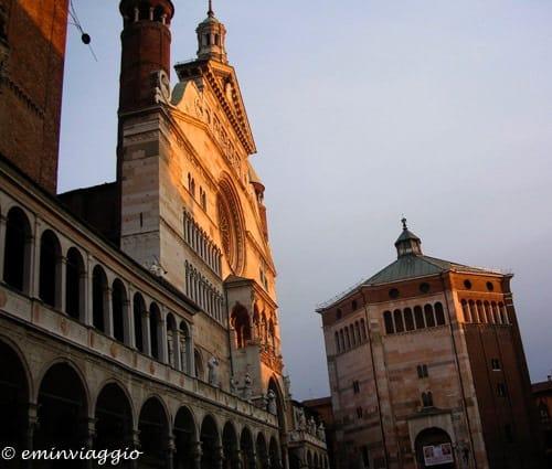 Itinerario nel gusto fra salami, cotechini e bolliti, Cremona Piazza del Duomo