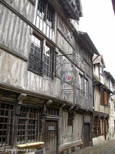 Normandia Honfleur le antiche case sul porto