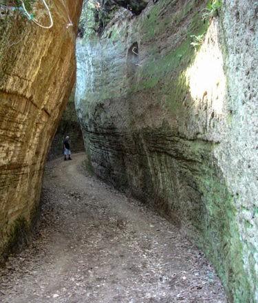 vie cave Sovana