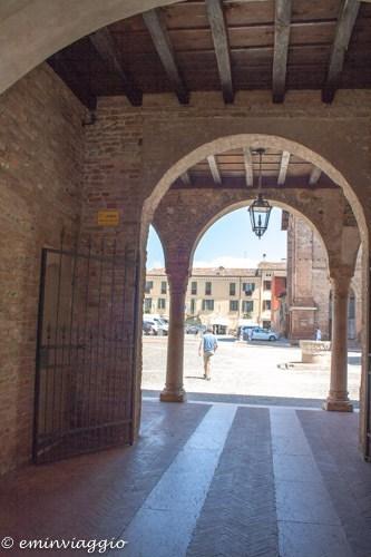 Mantova, passaggio da P.za Mantegna a P.za Alberti