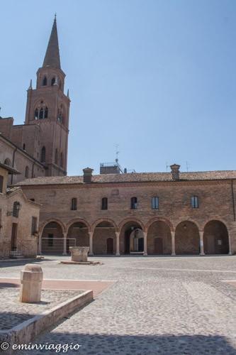 Mantova resti del chiostro in Piazza Alberti