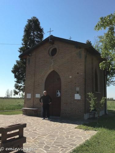 pedalando sulla vecchia ferrovia chiesetta della Madonna dell'Olmo