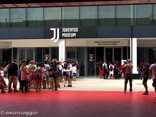 Juventus stadium coda all'ingresso