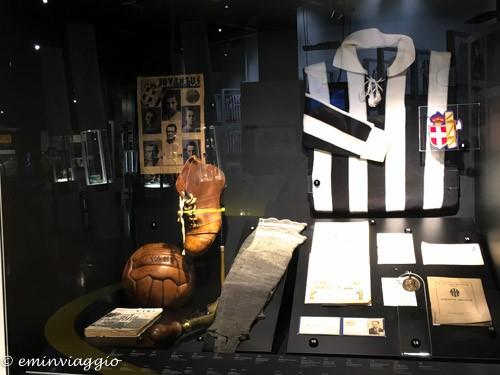 Juventus stadium una delle prime maglie ed oggetti storici
