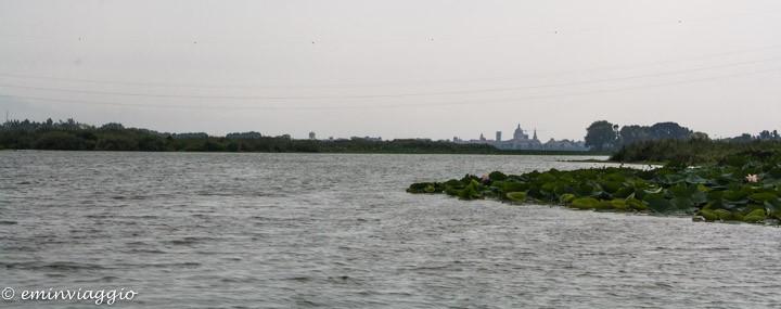 Mantova dall'acqua il profilo di Mantova