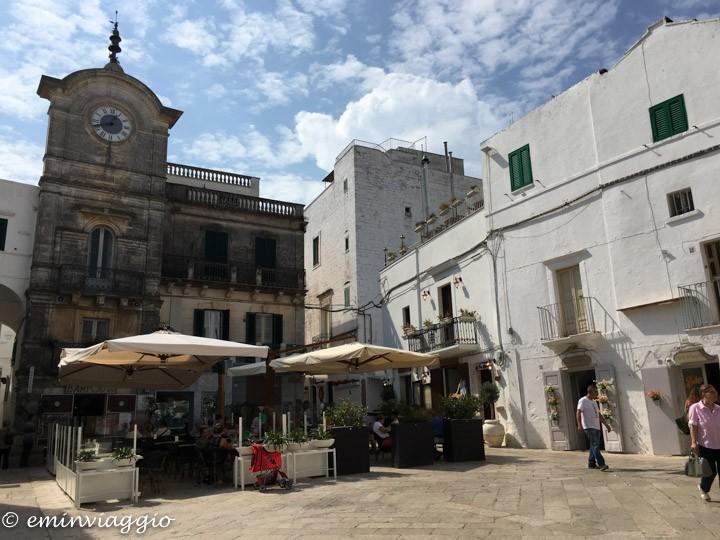 nel cuore della Puglia la piazza di Cisternino