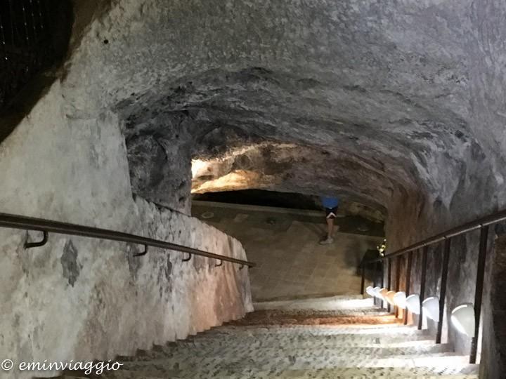 Alto Salento la scala che porta nelle grotte del Santuario di Belvedere