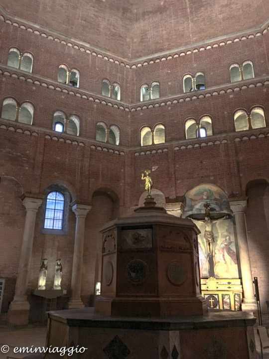 Cremona interno del Battistero