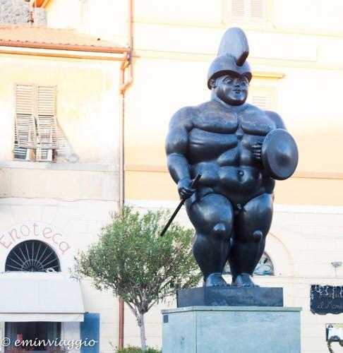 Toscana, Pietrasanta, Il Guerriero di Botero