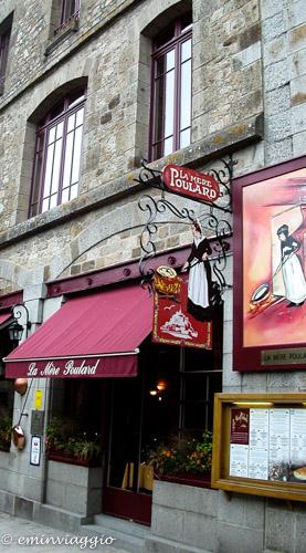 Mont Saint Michel il borgo ai piedi dell'Abbazia