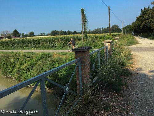 pedalando sulla vecchia ferrovia